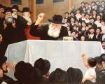 Farbrengun in Lubavitch #9144  (Carl Braude)   - Rabbis